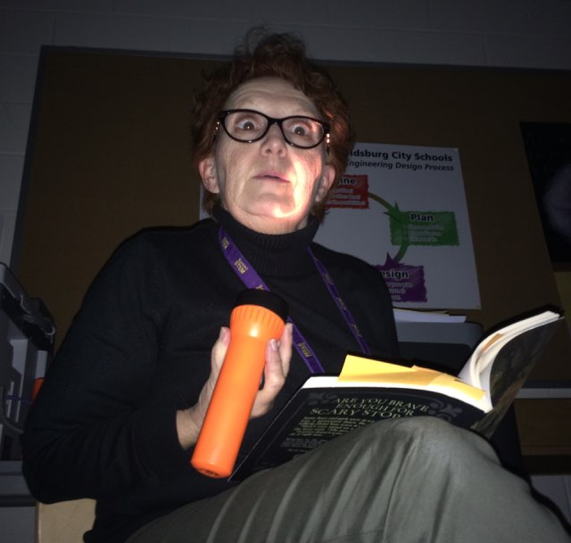 Eberst No. 1 reading scary book